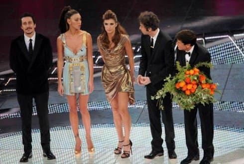 Festival di Sanremo 2011 - Gianni Morandi, Elisabetta Canalis, Belen Rodriguez e Luca e Paolo nella quarta puntata (via ANSA)