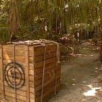 Simona Ventura rinchiusa in una cassa nella settima puntata dell'Isola dei Famosi 8