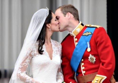 William e Kate, il bacio