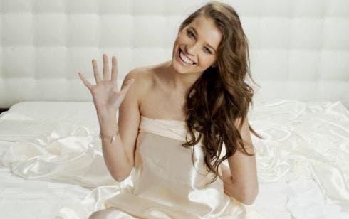 Ecco gli abiti di Ivana Mrazova al Festival di Sanremo 2012 ... d8b219443cf