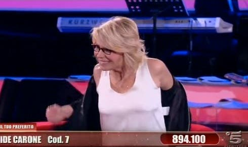 Maria De Filippi durante la strip-intervista