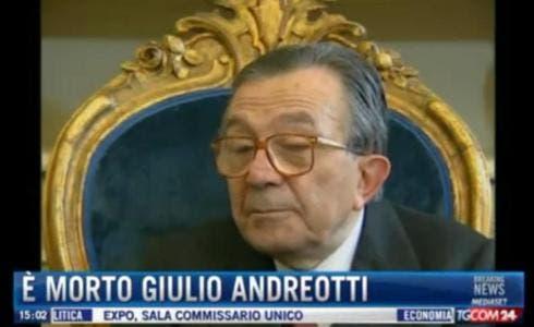 Giulio andreotti morto funerali privati in diretta - Andreotti il divo ...