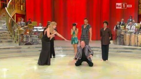 Massimo Boldi imita Anna Oxa a Ballando