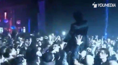 Morgan si lancia sul pubblico a Bari