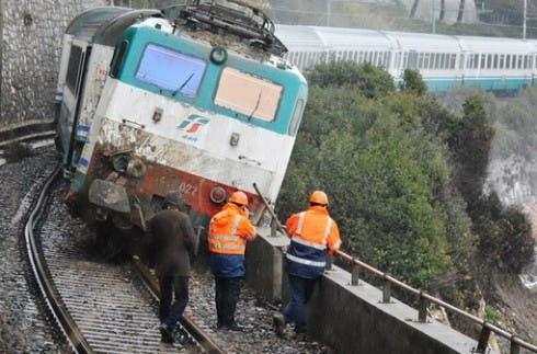 Treno IC 660 deragliato ad Andora
