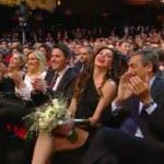 alba parietti prende il bouquet festival di Sanremo 2014