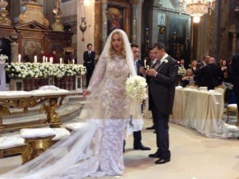 Valeria Marini in chiesa per sposare con Giovanni Cottone