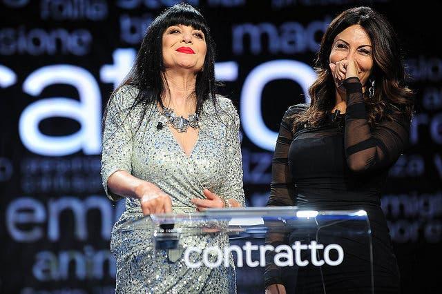 Sabrina Ferilli e Stefania Nobile - Contratto
