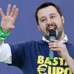 Matteo Salvini canta