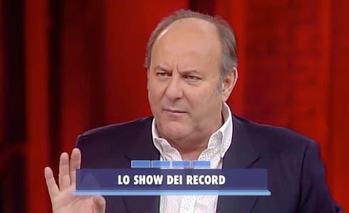 Gerry Scotti contro Striscia la notizia