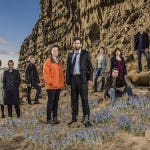 BROADCHURCH 2_Olivia Colman e David Tennant con il cast_LOWjpg