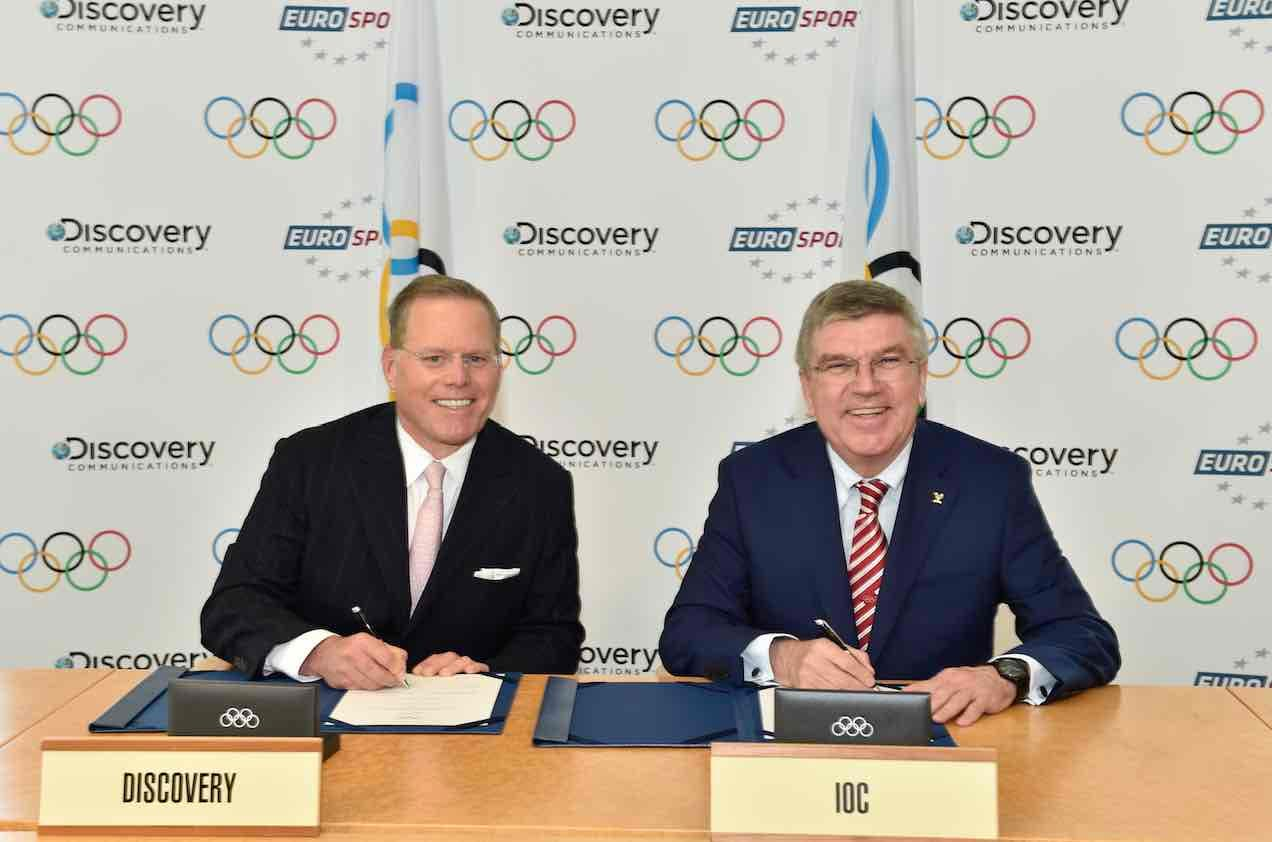 David Zaslav and President Bach 2. Credit_IOC Christophe Moratal