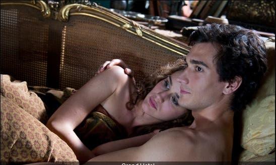 Grand Hotel - Adele (Valentina Bellè) e Pietro (Eugenio Franceschini)