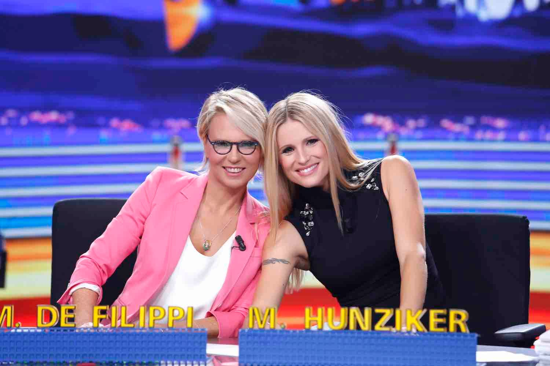 Striscia la Notizia - Maria De Filippi e Michelle Hunziker