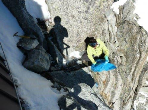 Pulizie sul Monte Bianco (foto FB di Francesco Civra Dano)
