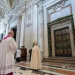 Papa Francesco porta santa