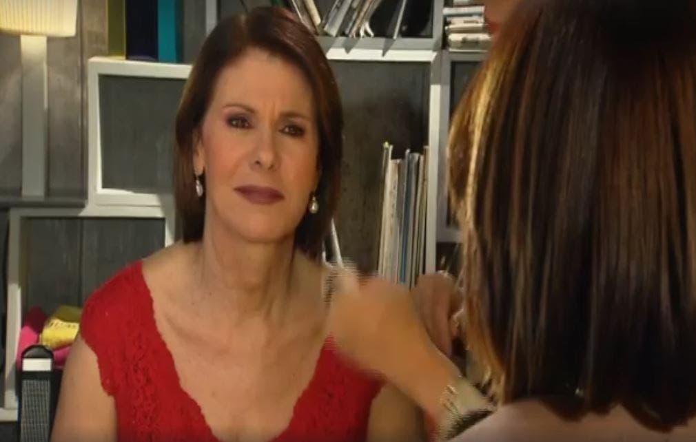 """#Cartabianca, Daria Bignardi alla Berlinguer: """"sta iniziando Floris, non voglio perderlo"""". Ma è un'imitazione (Video)"""