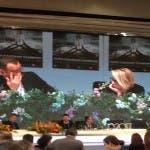 Carlo Conti si commuove durante la conferenza stampa