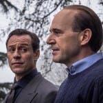 Silvio Berlusconi (Paolo Pierobon) e Leo Notte (Stefano Accorsi(