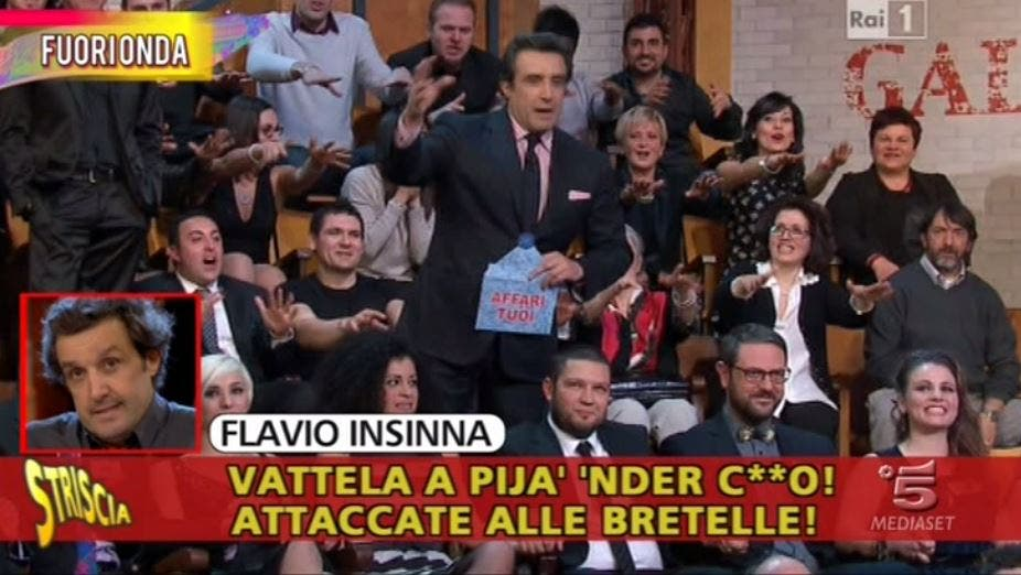 Flavio Insinna insulta una concorrente: Striscia la Notizia mostra il fuori onda – Video
