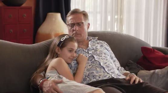 Bonolis e la figlia nel promo di Chi ha incastrato Peter Pan?