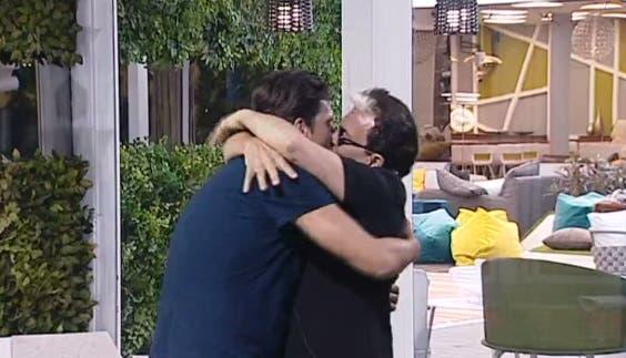 Bacio tra Cristiano e Lorenzo - GF Vip 2017