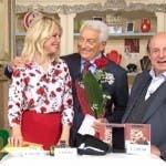 I Fatti Vostri - Michele Guardì dà una rosa rossa a Laura Forgia