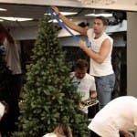 I vip addobbano l'albero di Natale - GF Vip 2017