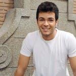 Una Vita - Carlos Serrano-Clark è Pablo