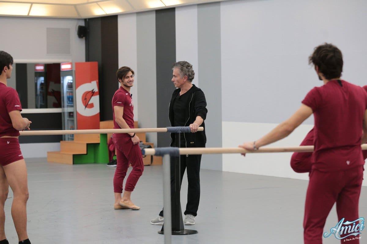 Amici 17 - i ballerini a lezione con Raffaele Paganini