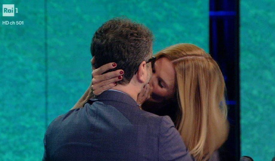 Che tempo che fa come il GF Vip: Filippa Lagerback bacia Fabio Fazio  Video