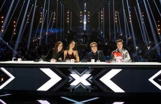 Programmi TV di stasera, giovedì 14 dicembre 2017. Su NOW TV la finale di X Factor