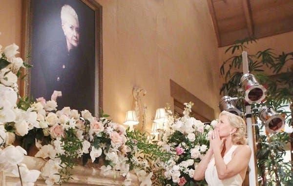 Brooke con il quadro di Stephanie