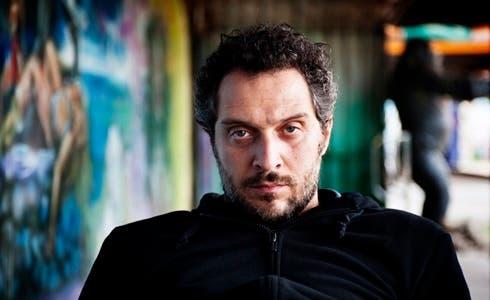 Claudio Santamaria in Lo chiamavano Jeeg Robot