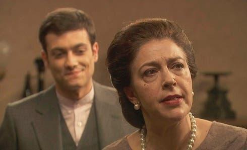 Il Segreto, anticipazioni: anche Prudencio si innamora di Julieta, ma intanto spalleggia Donna Francisca