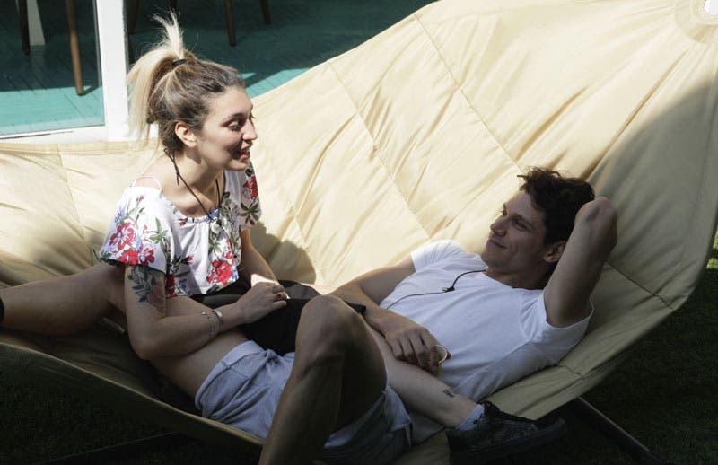 Grande Fratello: Veronica fa la corte a Valerio ma ha la fidanzata fuori