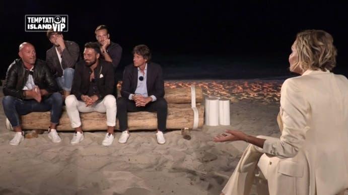 Temptation Island Vip: Simona Ventura è un 'falò' in piena c