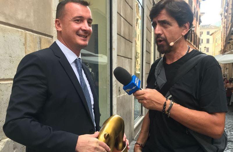 Striscia la Notizia: Tapiro d'oro a Rocco Casalino dopo lo sfogo contro il Mef