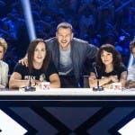 Alessandro Cattelan con la giuria di X Factor 2018