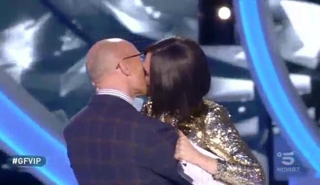 bacio signorini-blasi grande fratello vip
