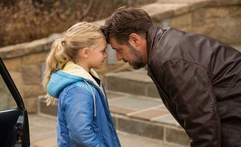 Kylie Rogers e Russell Crowe in Padri e Figlie