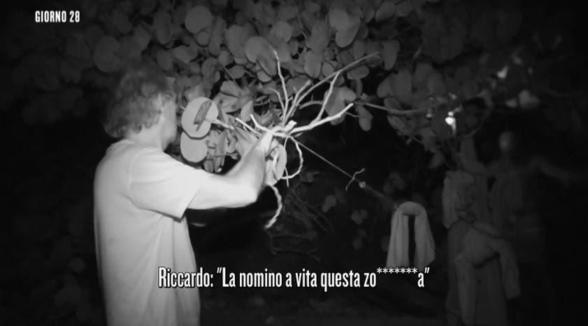 Riccardo Fogli insulta Ariadna - Isola 14