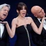 Sanremo 2019 - Virginia Raffaele tra Baglioni e Bisio (Agi per Ufficio Stampa Rai)
