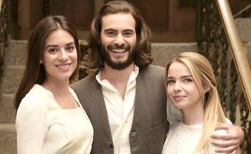Elsa (Alejandra Meco), Isaac (Ibrahim Al Shami) e Antolina (Maria Lima)