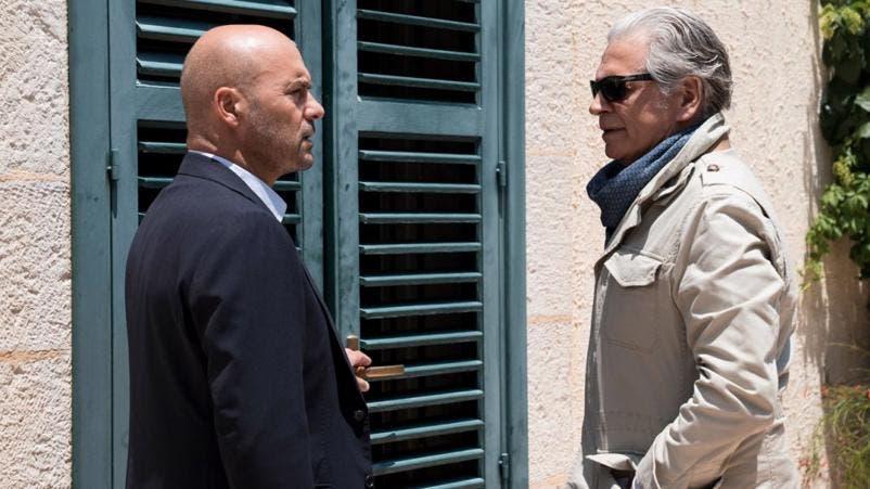 Luca Zingaretti e Fabrizio Bentivoglio ne La Giostra degli Scambi
