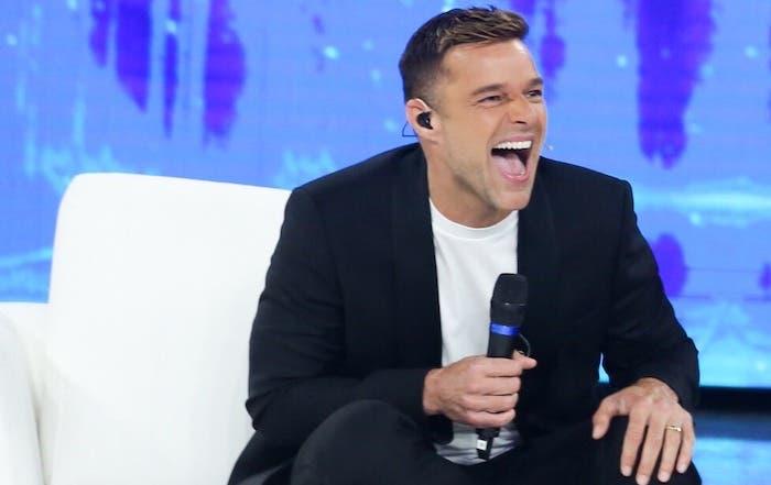Amici |  Ricky Martin non ci sarà sabato 27 aprile  Il talent in onda anche con il Ponte