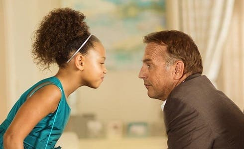 Jillian Estell e Kevin Costner in Black or White