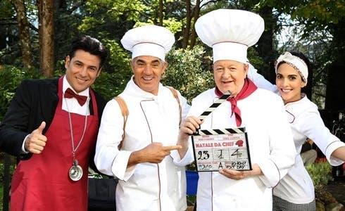 Dario Bandiera, Biagio Izzo, Massimo Boldi, Rocio Muñoz in Natale da Chef