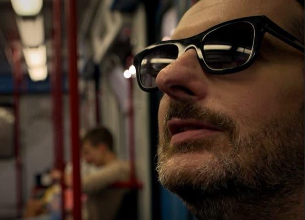 Celebrity Hunted - Costantino Della Gherardesca in metropolitana
