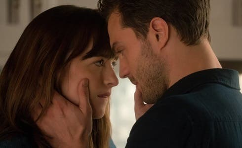 Jamie Dornan e Dakota Johnson in Cinquanta Sfumature di Nero